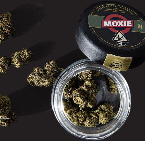 1. Moxie 3.5g Flower - 9.5/10 - Wedding Cake (23% THC)